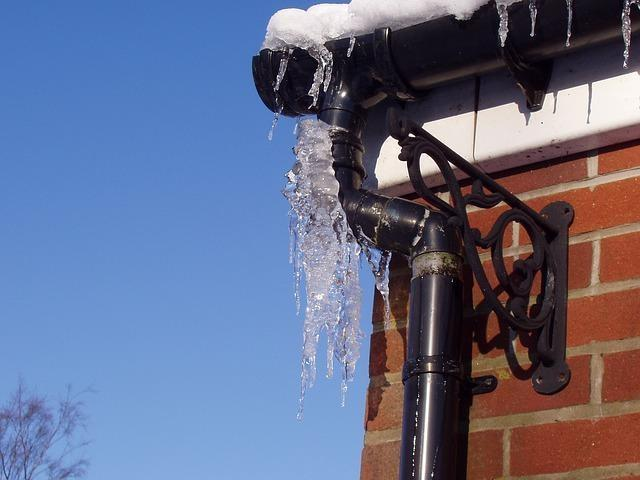 https://pixabay.com/photos/frozen-ice-icicle-hard-winter-ice-189996/